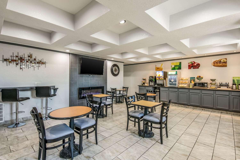 Restaurant - Quality Suites Maumelle