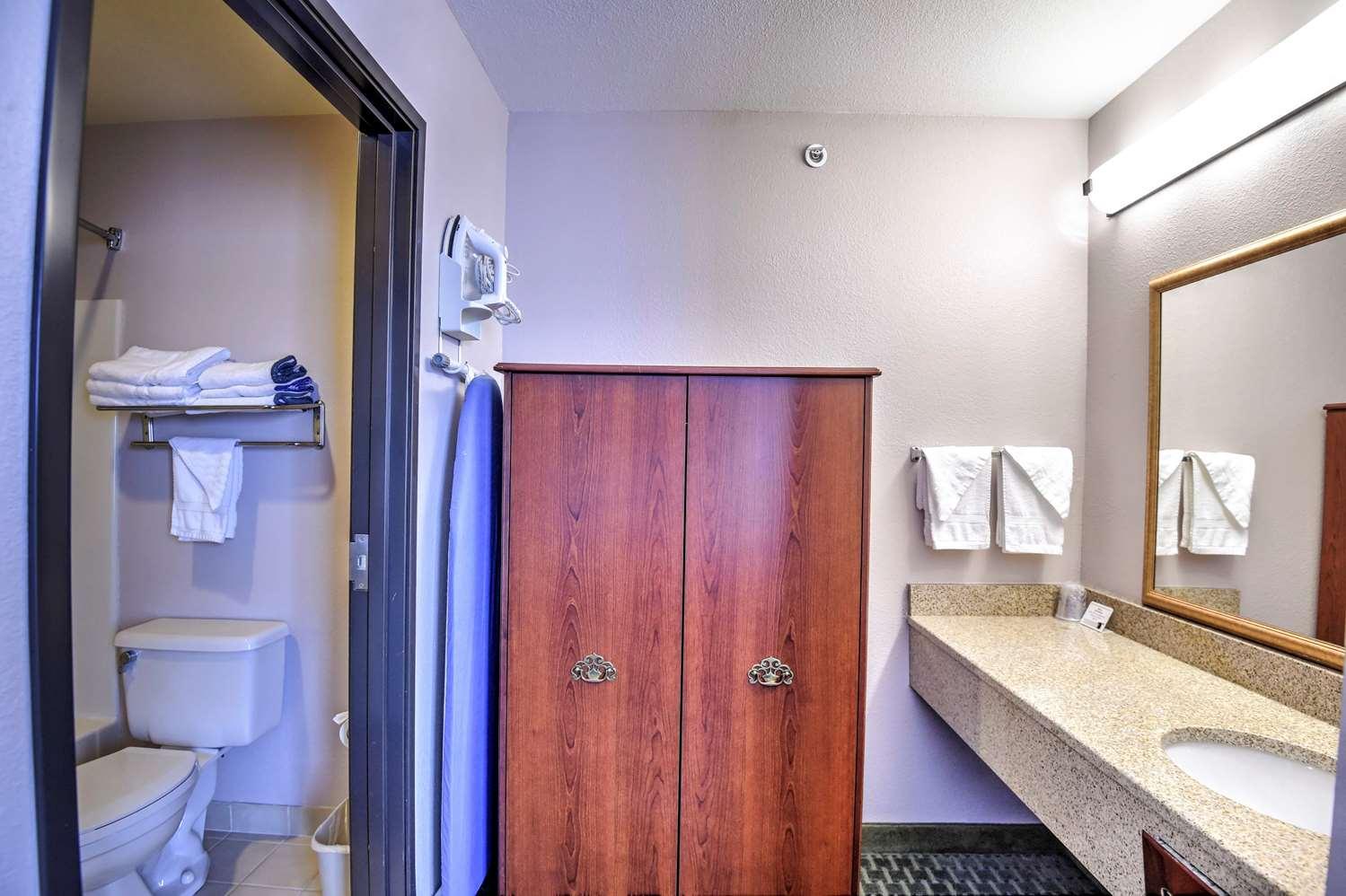 Room - SureStay Hotel by Best Western Ottawa