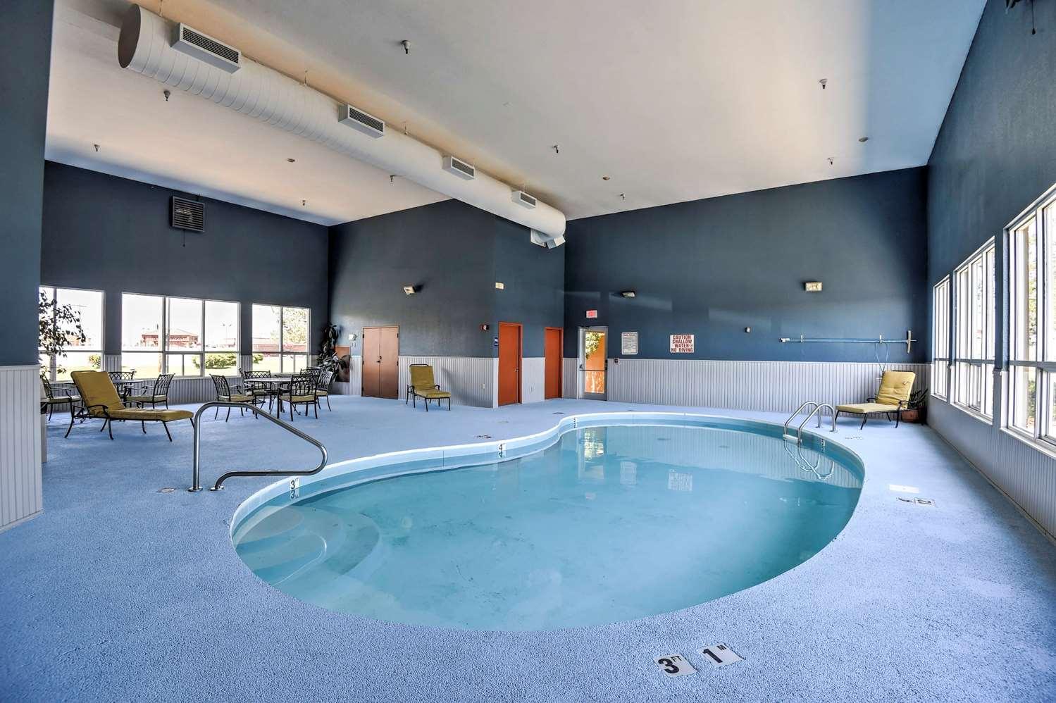 Pool - SureStay Hotel by Best Western Ottawa