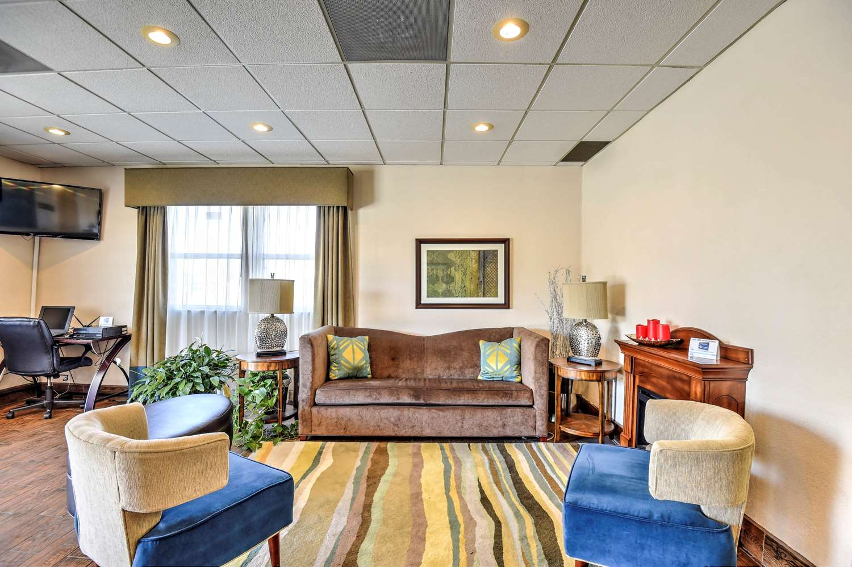 Lobby - SureStay Hotel by Best Western Ottawa