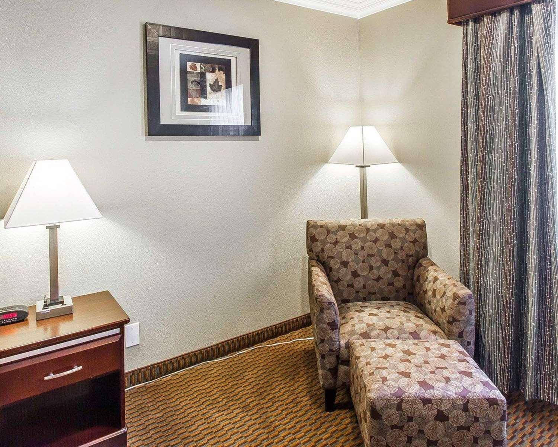 Room - Econo Lodge Inn & Suites Mesa