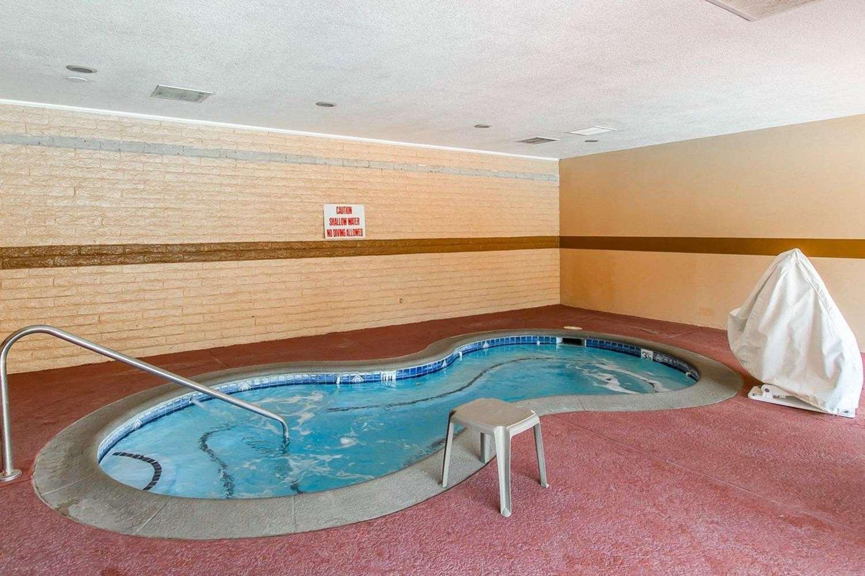 Pool - Econo Lodge Inn & Suites Mesa