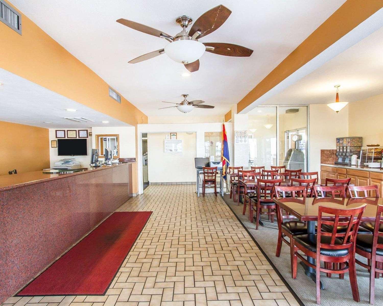 Lobby - Rodeway Inn & Suites Flagstaff