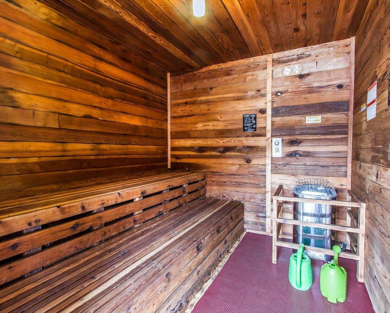 Pool - Rodeway Inn & Suites Flagstaff