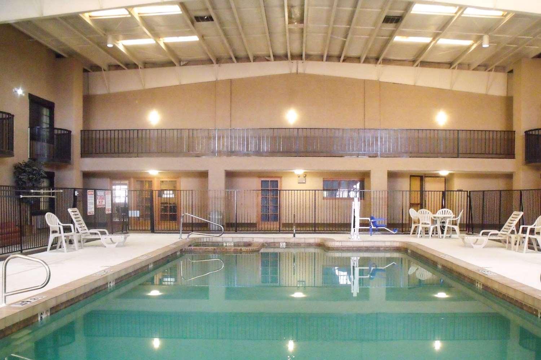 Pool - Quality Inn Winslow