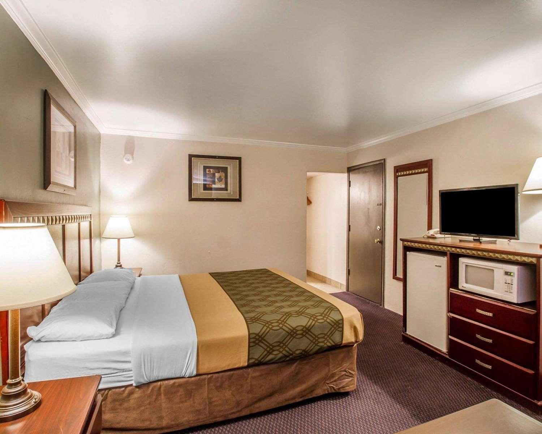 Room - Rodeway Inn Prescott