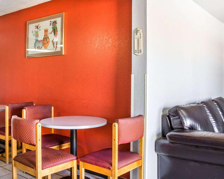 Lobby - Rodeway Inn Winslow