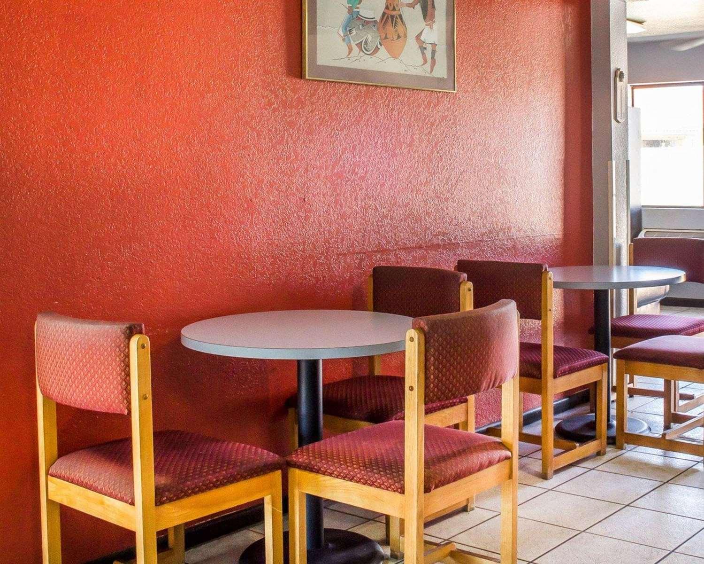 Restaurant - Rodeway Inn Winslow