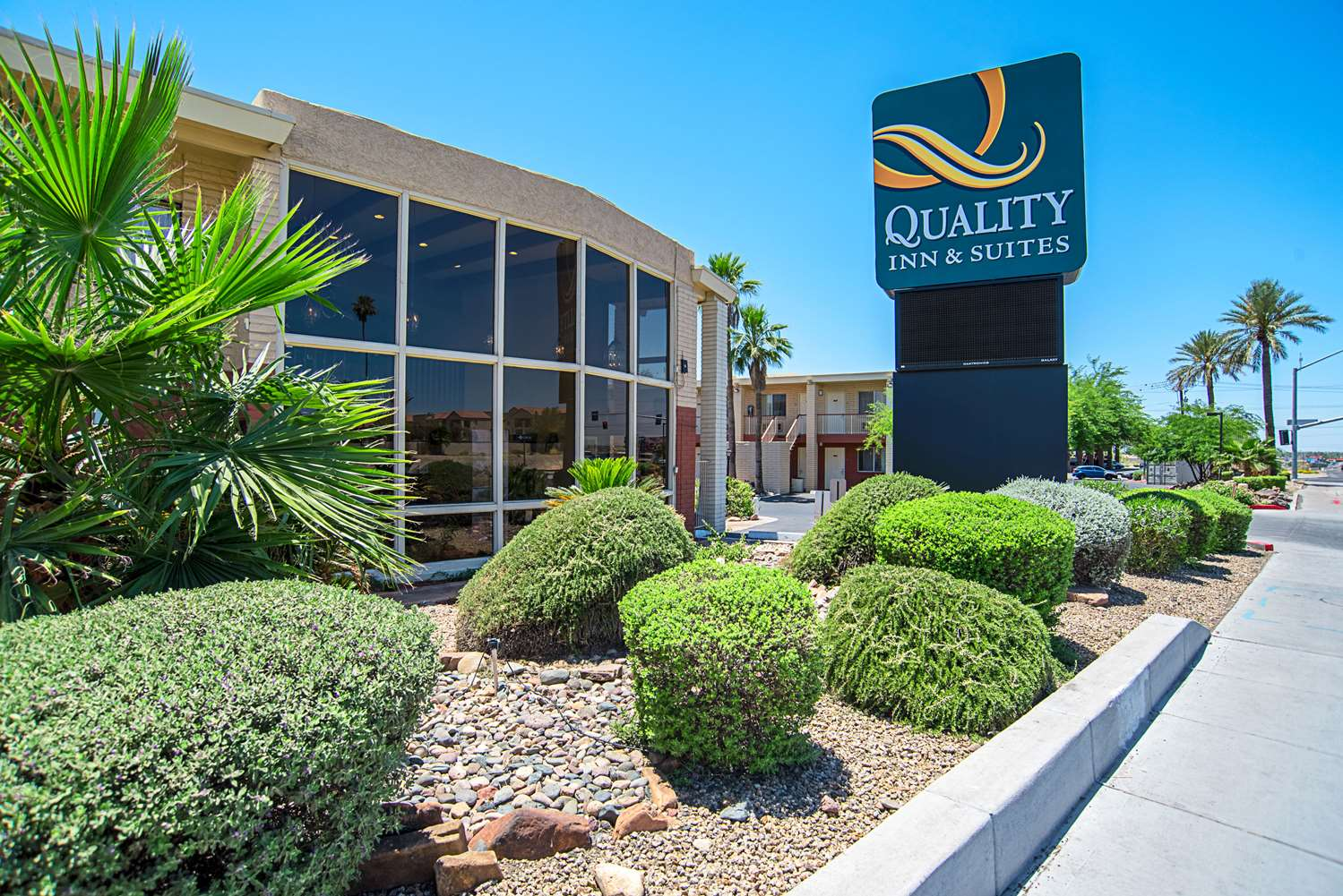 Exterior view - Quality Inn & Suites Youngtown
