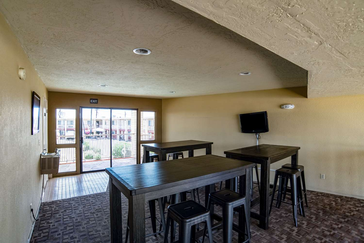 Lobby - Quality Inn & Suites Youngtown