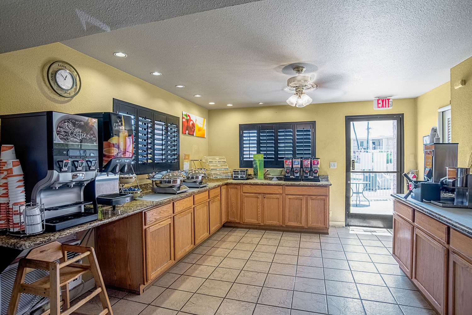 Restaurant - Quality Inn & Suites Youngtown