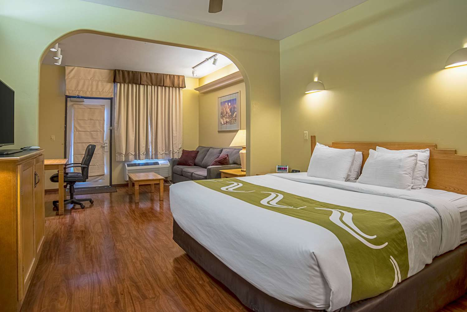 Suite - Quality Inn & Suites Youngtown