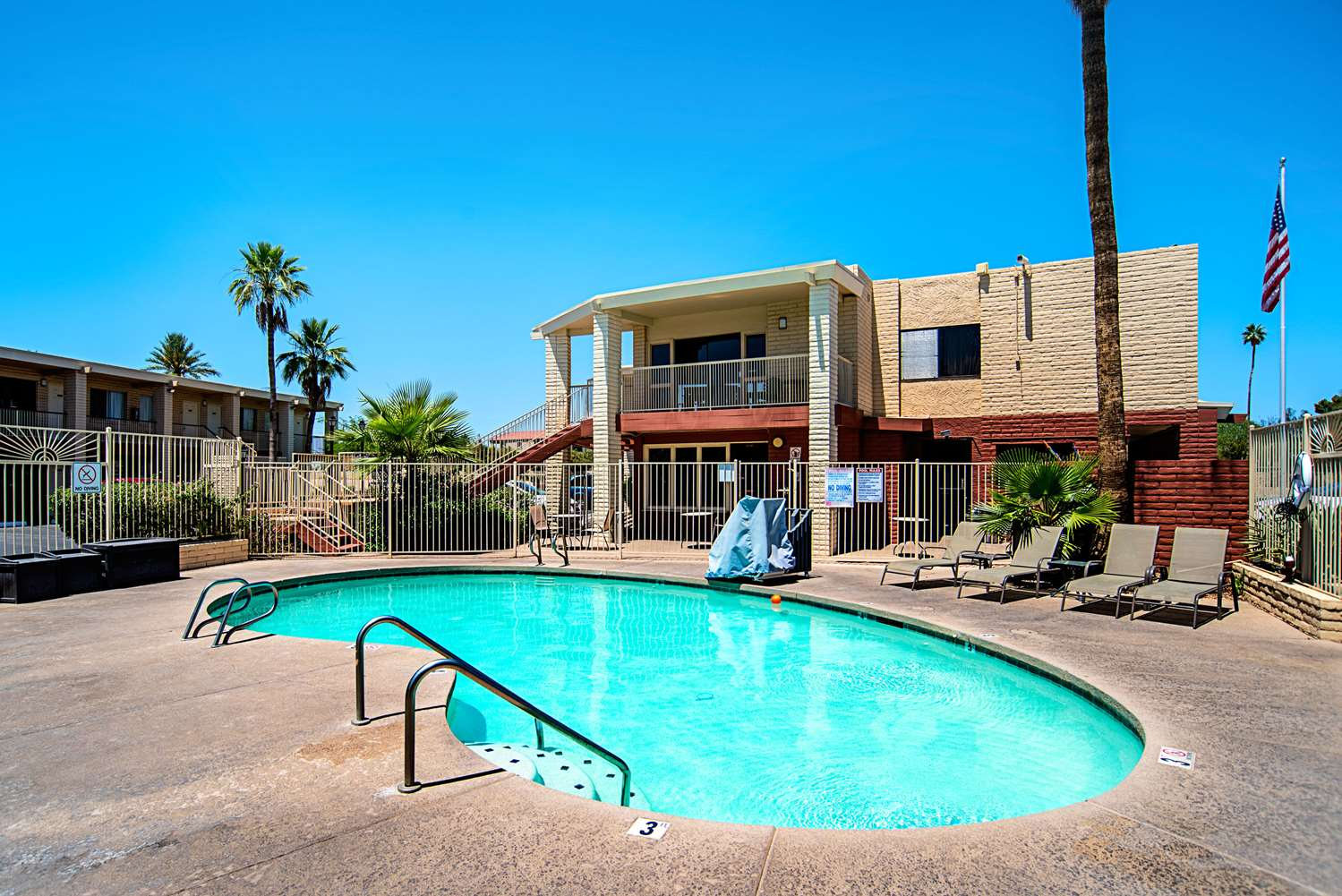 Pool - Quality Inn & Suites Youngtown