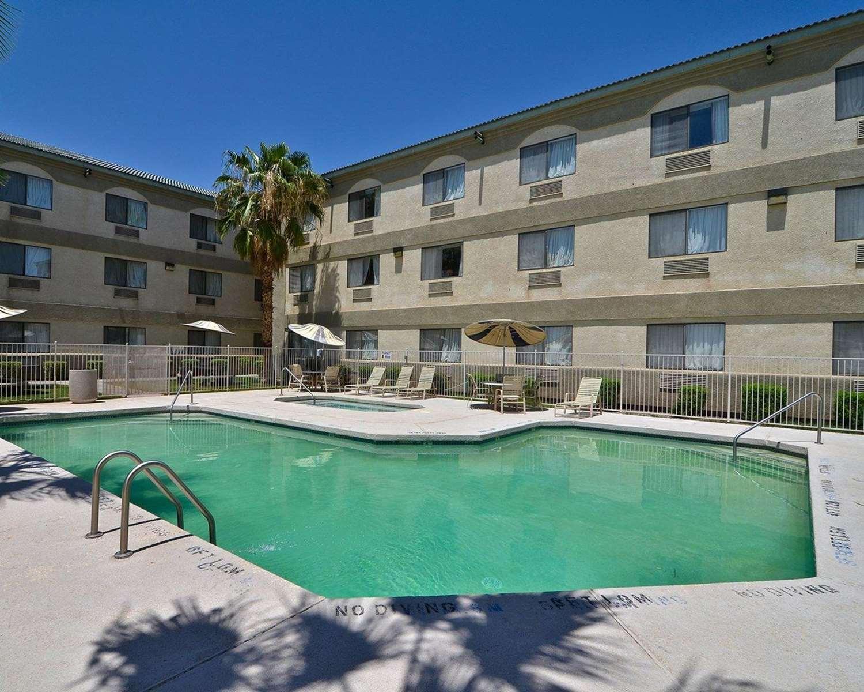 Pool - Quality Inn & Suites Yuma