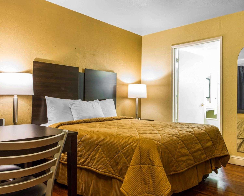 Room - Econo Lodge Sacramento