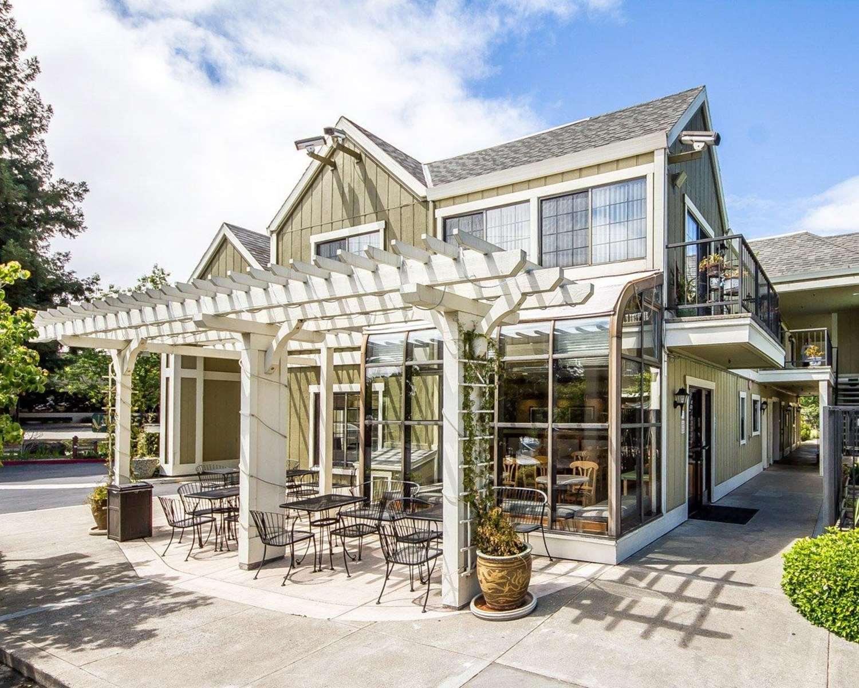Exterior view - Quality Inn Petaluma