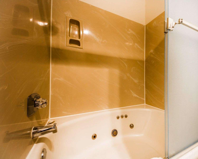 Suite - Quality Inn Petaluma
