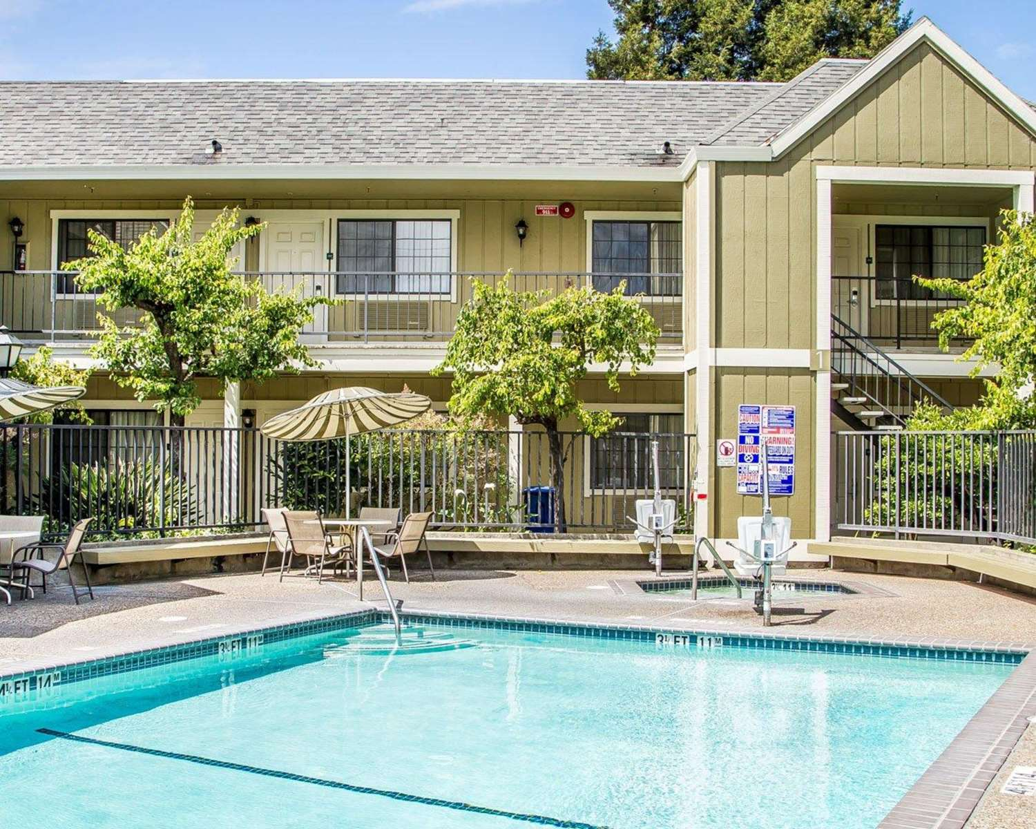 Pool - Quality Inn Petaluma