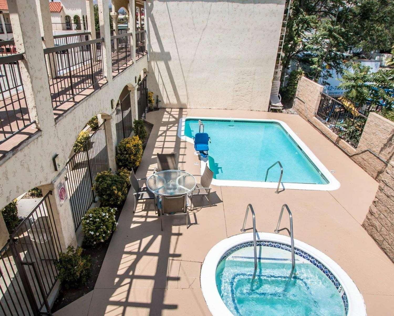 Pool - Econo Lodge Moreno Valley