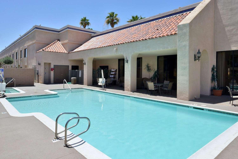 Pool - Quality Inn & Suites Indio
