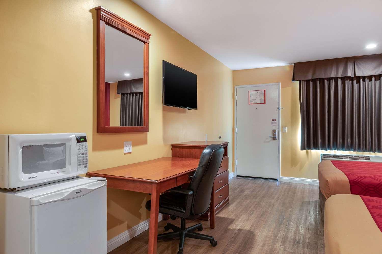 Room - Econo Lodge Carson