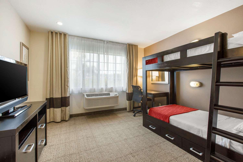 Suite - Comfort Inn & Suites Zoo SeaWorld San Diego