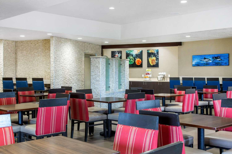 Restaurant - Comfort Inn & Suites Zoo SeaWorld San Diego