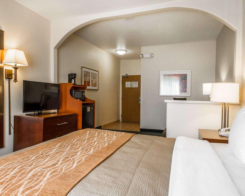 Room - Comfort Inn & Suites Airport Oakland