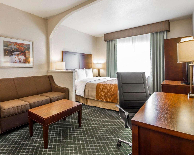 Suite - Comfort Inn & Suites Airport Oakland