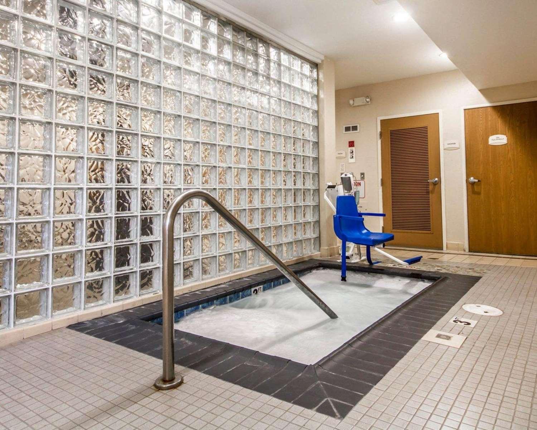 Pool - Comfort Inn & Suites Airport Oakland