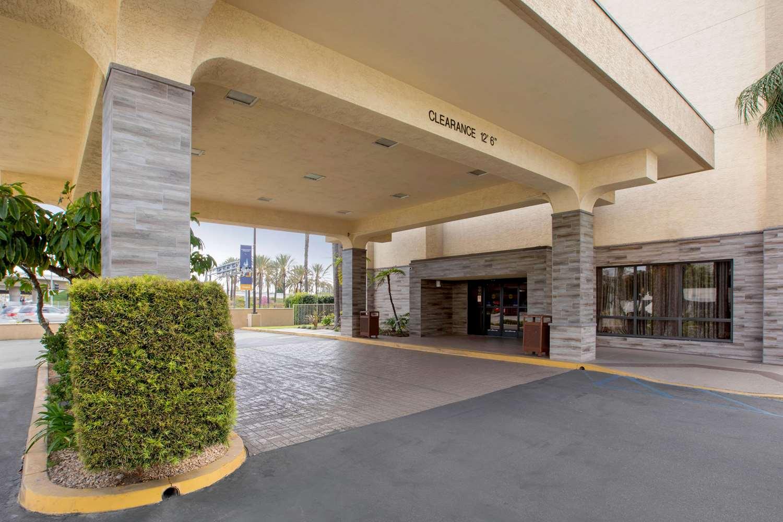 Exterior view - Comfort Inn & Suites Anaheim