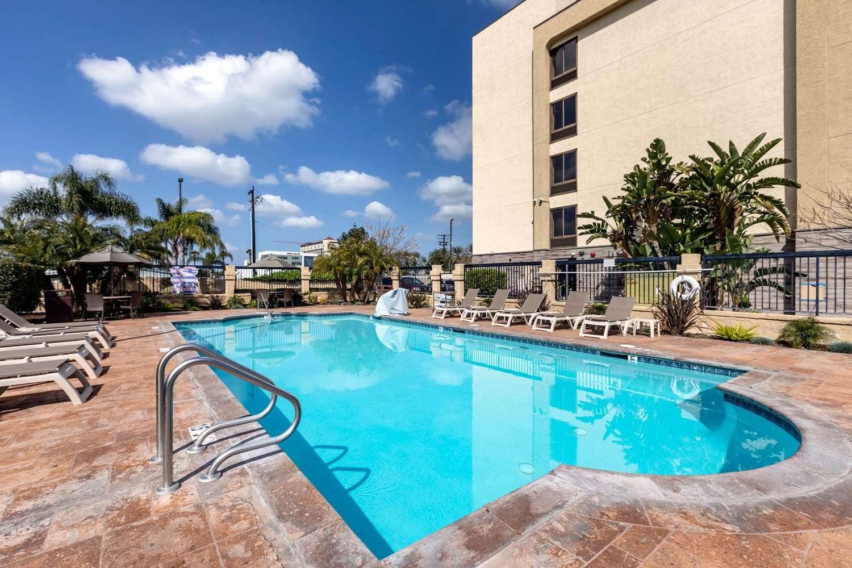 Pool - Comfort Inn & Suites Anaheim
