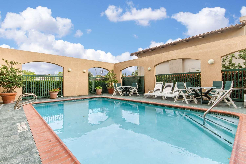 Pool - Comfort Inn Morgan Hill