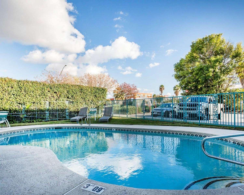Pool - Econo Lodge Tracy