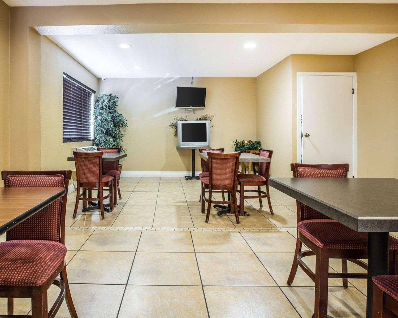 Restaurant - Econo Lodge Tracy