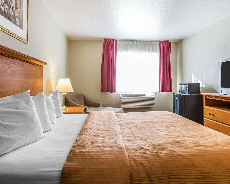 Room - Econo Lodge Tracy
