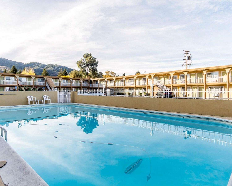Pool - Quality Inn Ukiah