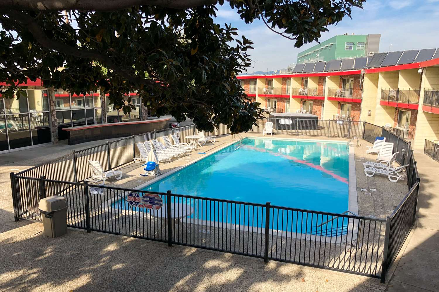 Pool - Econo Lodge Inn & Suites Oakland
