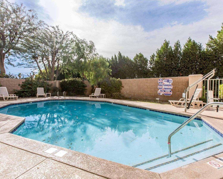Pool - Comfort Suites Palm Desert