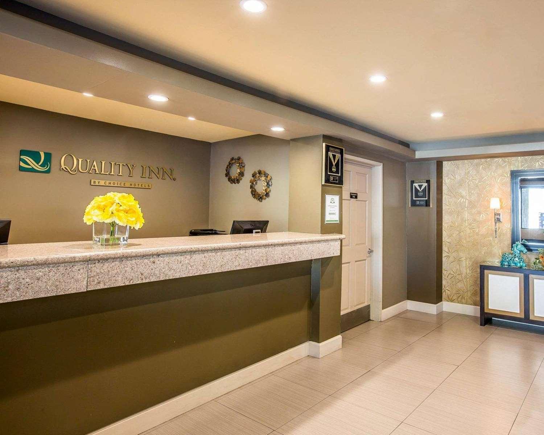 Lobby - Quality Inn Ontario
