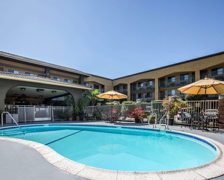 Pool - Quality Inn Ontario