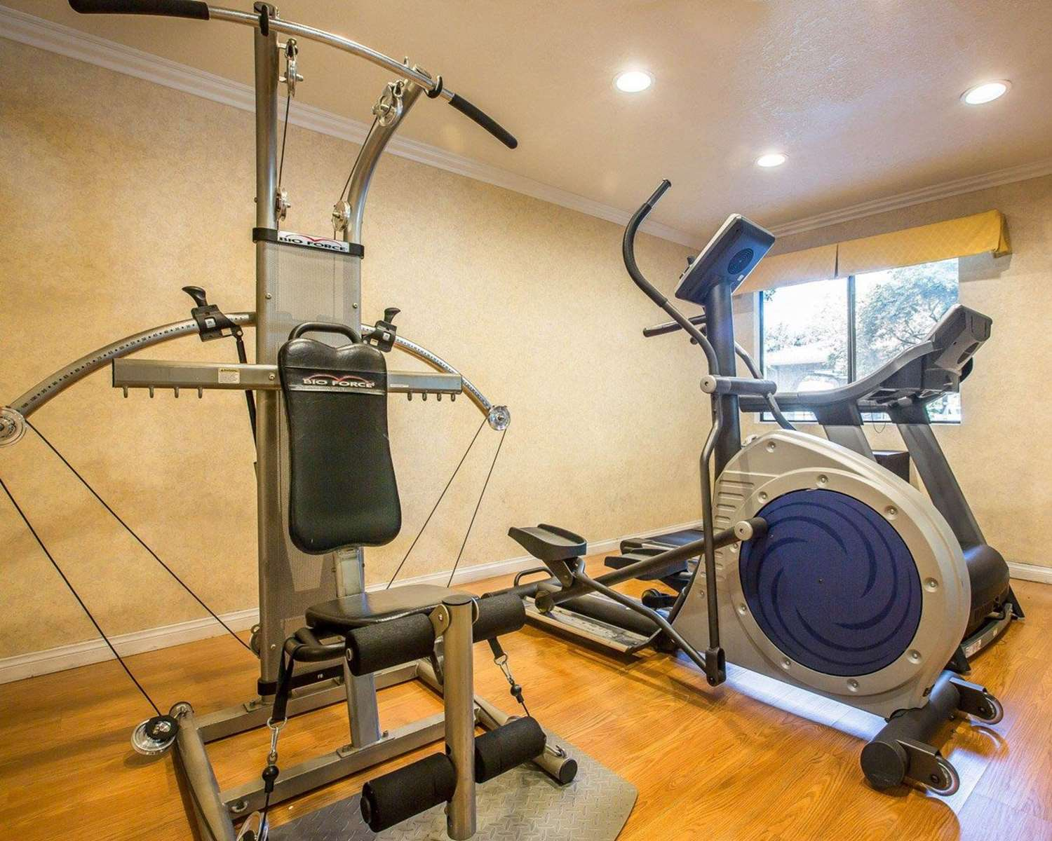Fitness/ Exercise Room - Quality Inn Ontario