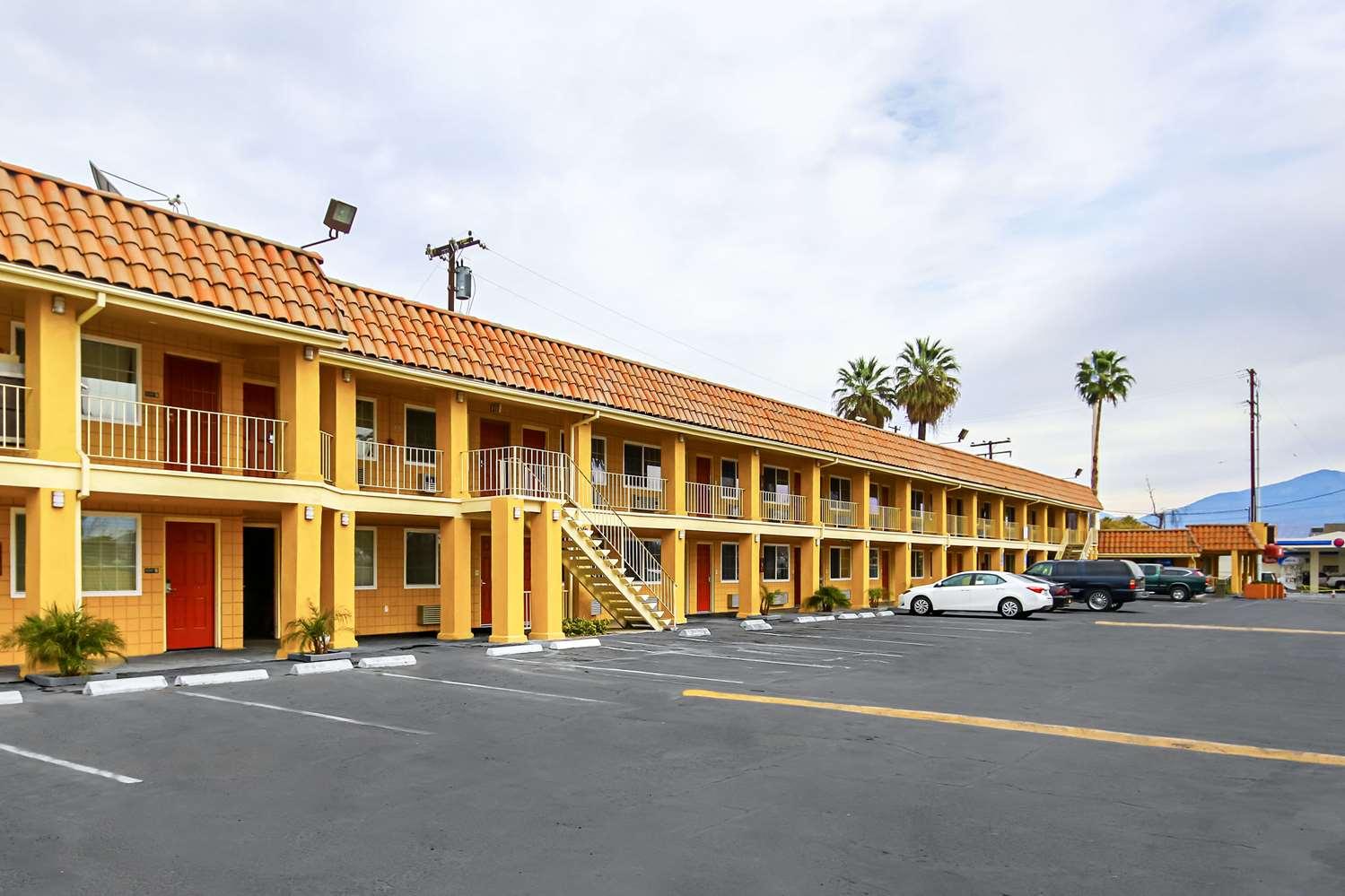 Exterior view - Econo Lodge San Bernardino