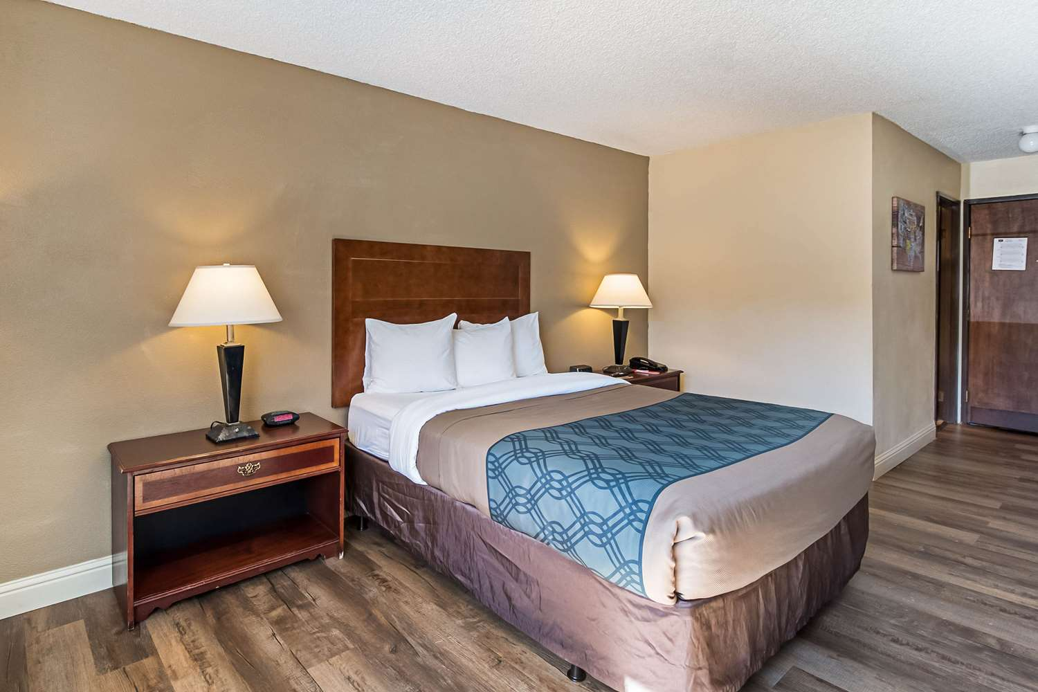 Room - Econo Lodge Inn & Suites Yuba City