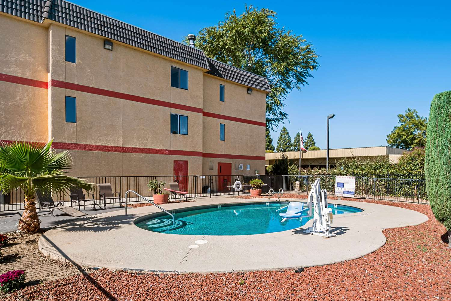 Pool - Econo Lodge Inn & Suites Yuba City