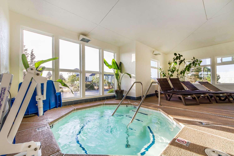 Pool - Comfort Inn & Suites Fortuna