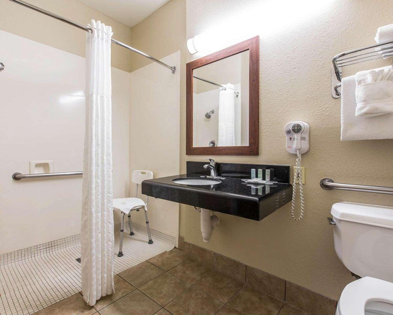 Room - Comfort Suites Bakersfield