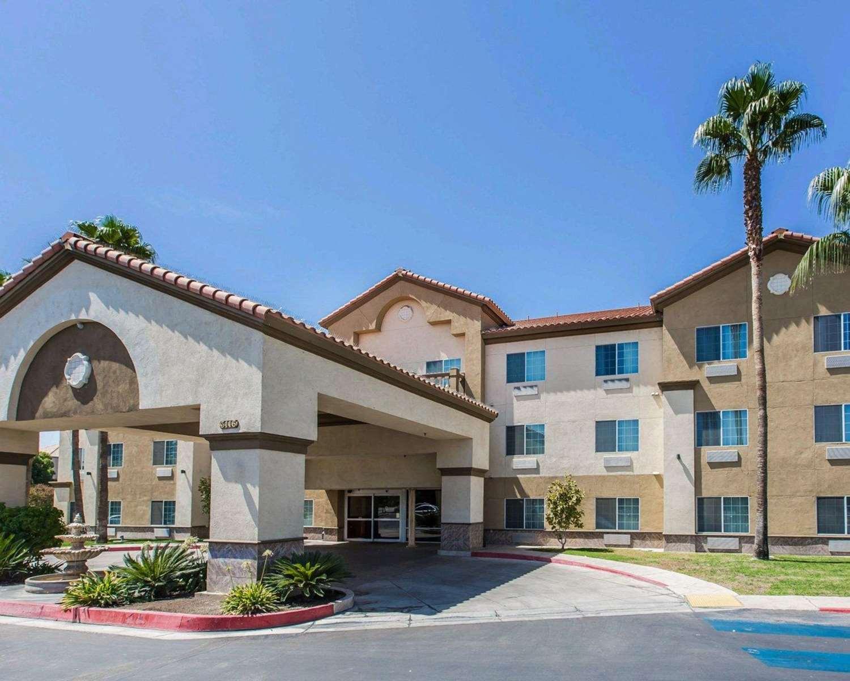 Exterior view - Comfort Suites Bakersfield