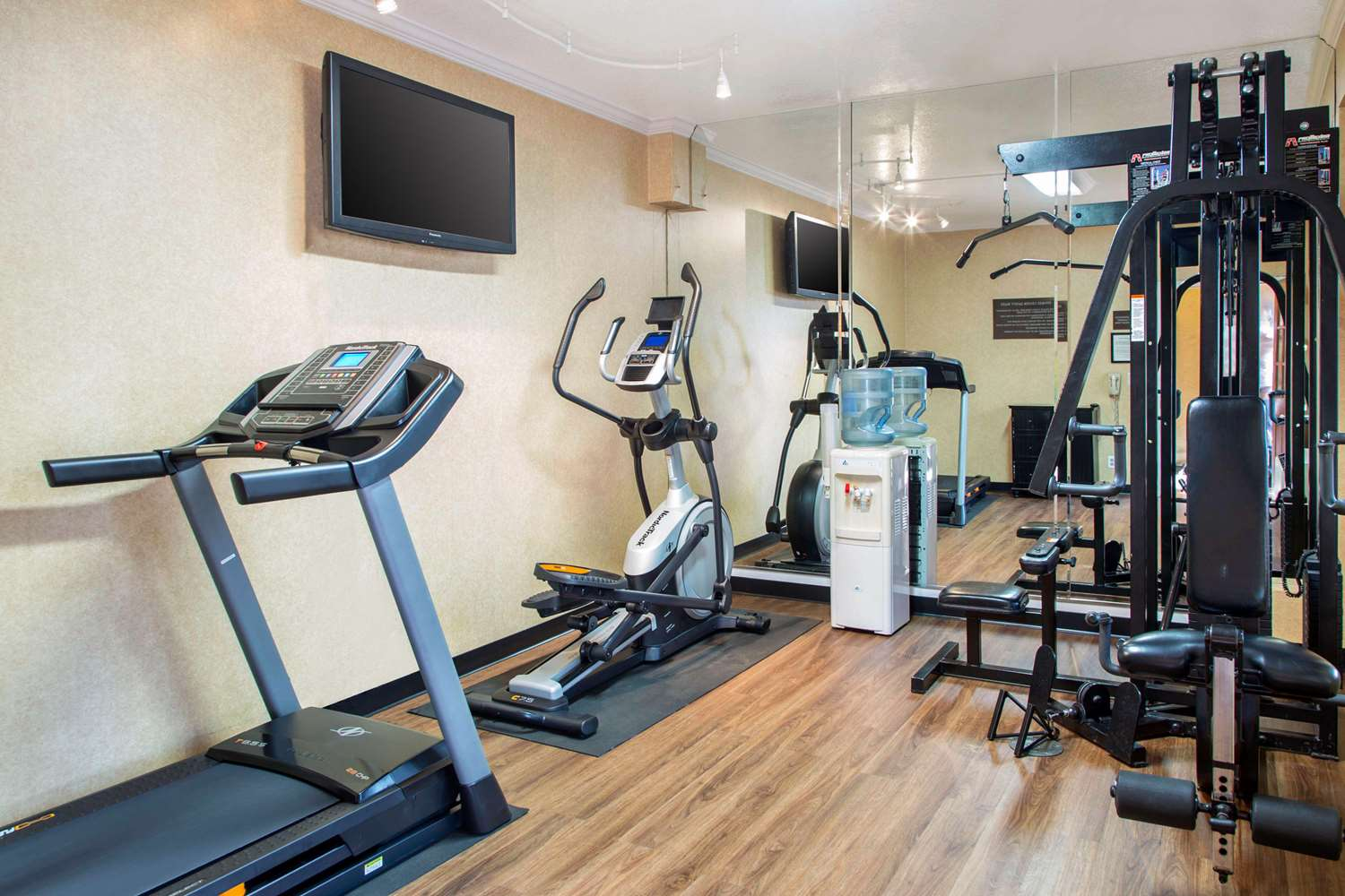 Fitness/ Exercise Room - Comfort Inn & Suites SFO Airport South San Francisco