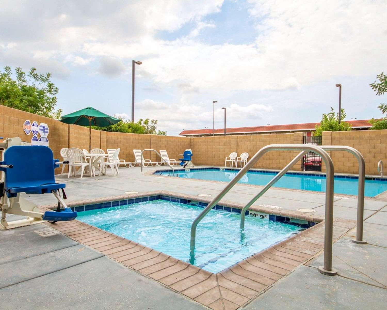 Pool - Comfort Suites Turlock